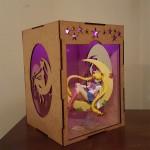 Figura Sailor Monn + caja mdf con luz