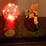 Lampara Goku Saiyajin 16cms con grama